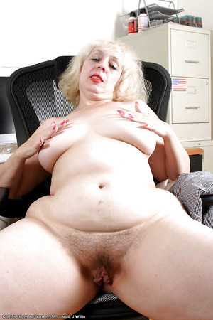 Wide hips pussy lips